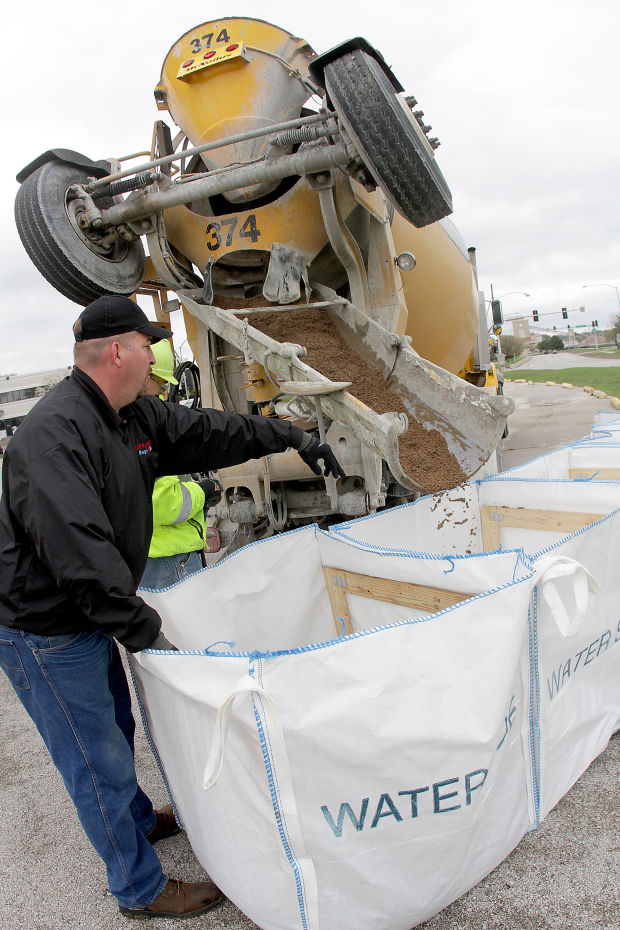 1. What is Big Bags USA®? Big Bags USA® is a system for protecting against flood waters. The 5-bag system opens up like an accordion to a length of 15 feet. They stand 40 inches tall. Once open, the connected bags remain standing so they can be filled with sand by machinery. The Big Bags USA® systems are a simple and cost effective solution for flood protection. 2.