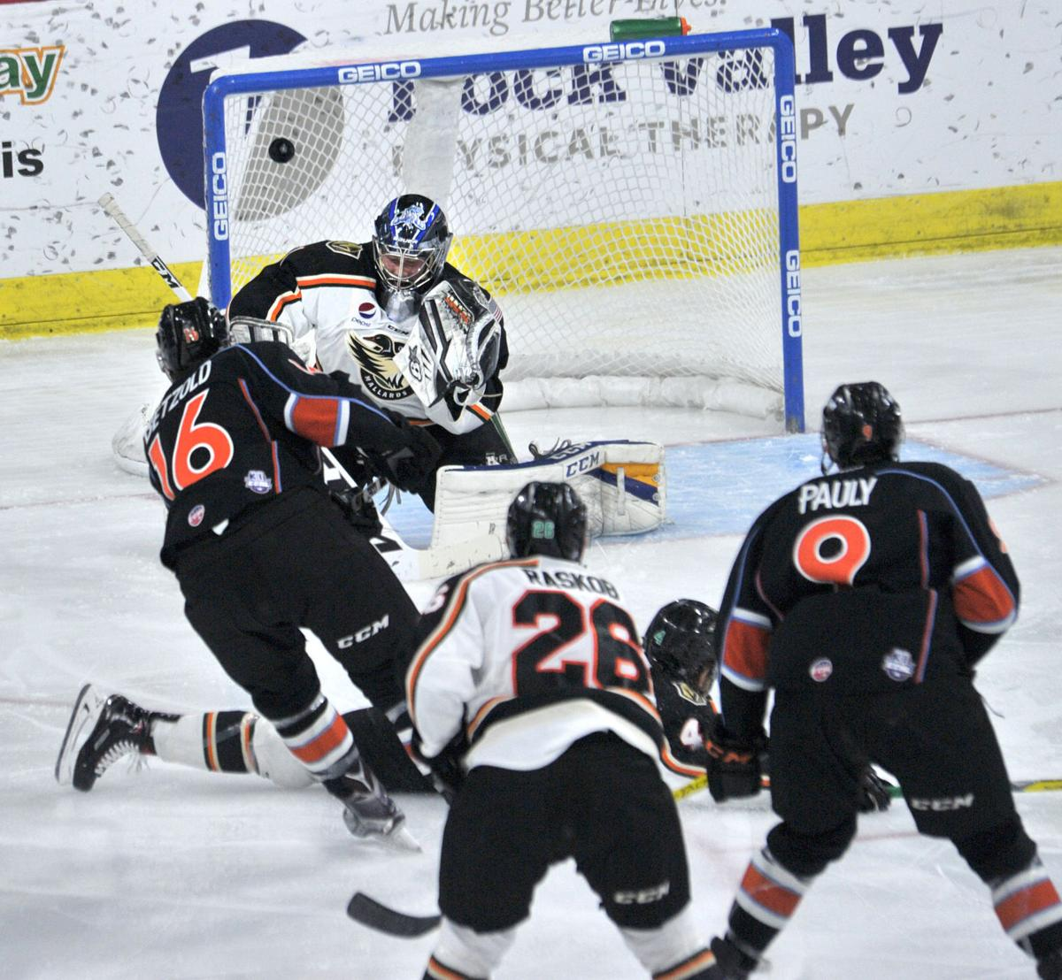 Quad City Mallards vs Kansas City Mavericks hockey.
