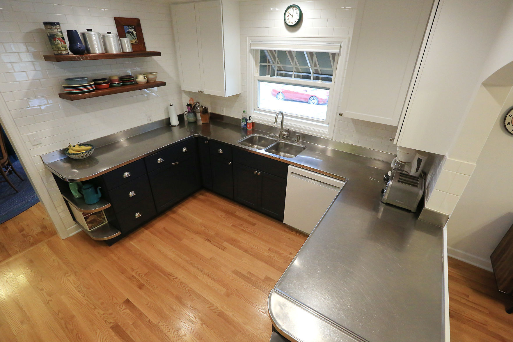 Bettendorf Home Boasts One Of A Kind Stainless Steel Countertop Home Garden Qctimes Com