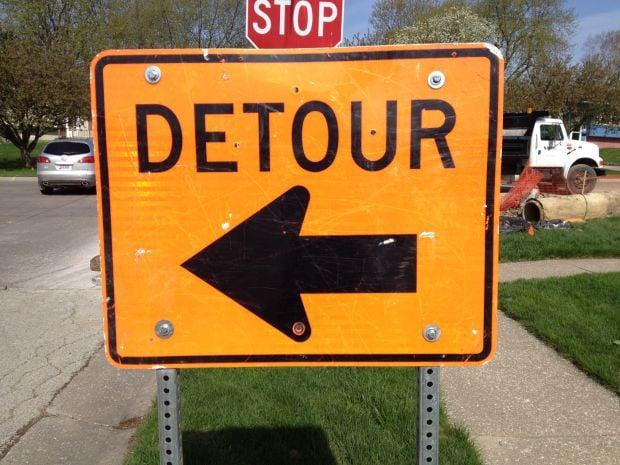 Detour sign closeup