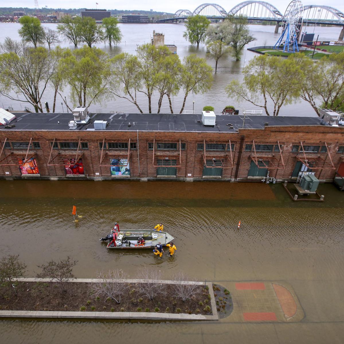 FLOOD UPDATES: Catastrophe strikes Davenport   River