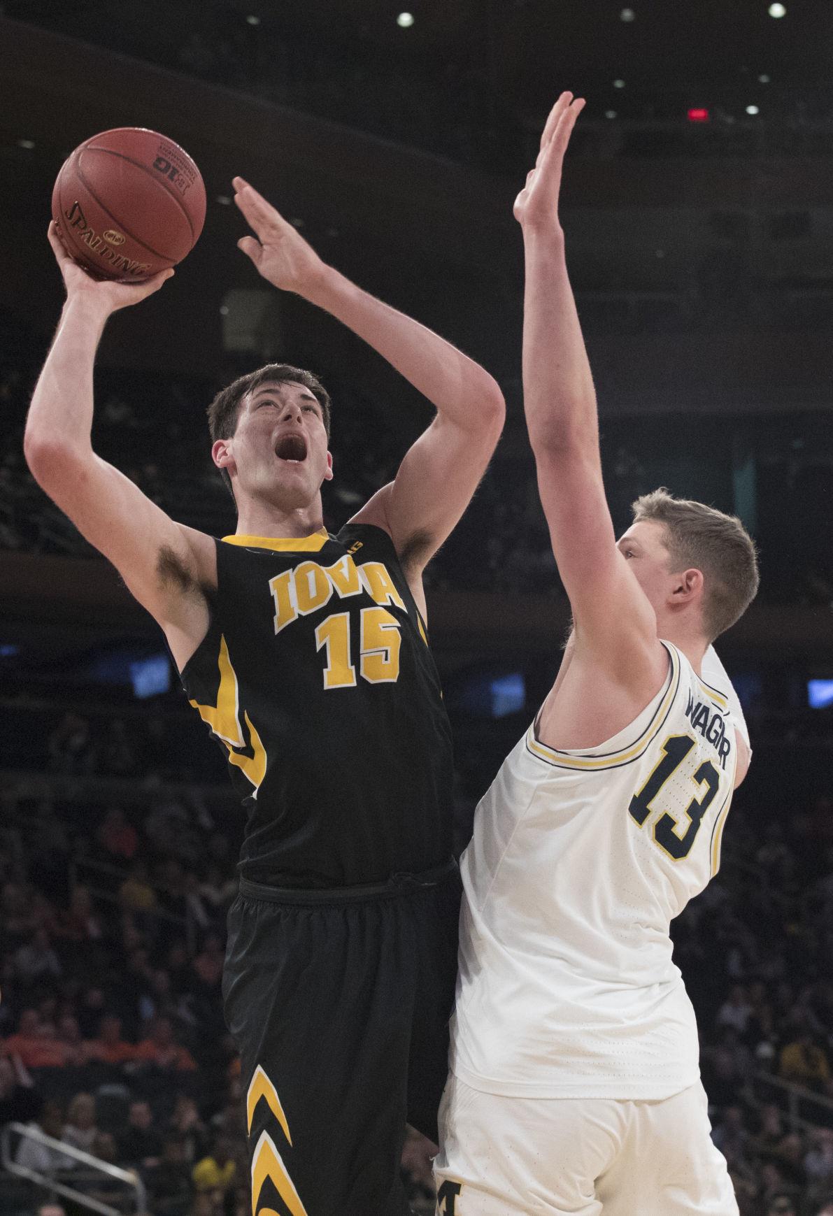 B10 Iowa Michigan Basketball