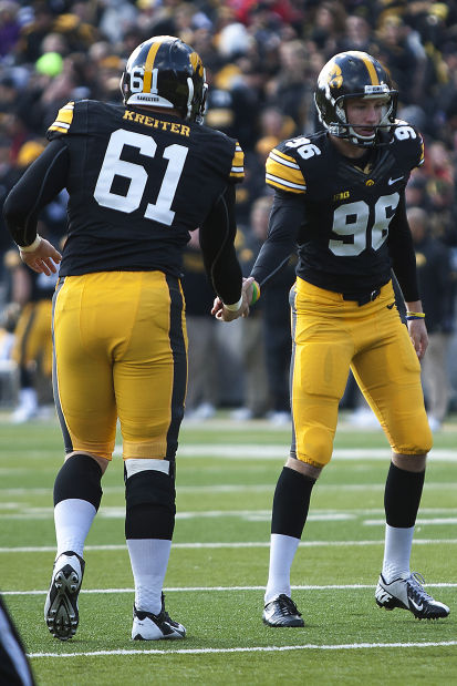 110213-iowa-football fg2