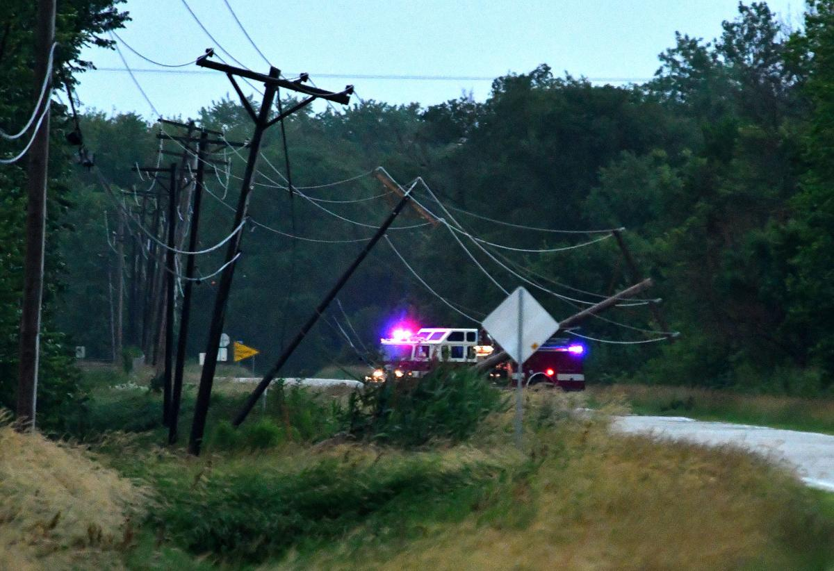 Storms pound Quad-Cities, knocking out power to thousands