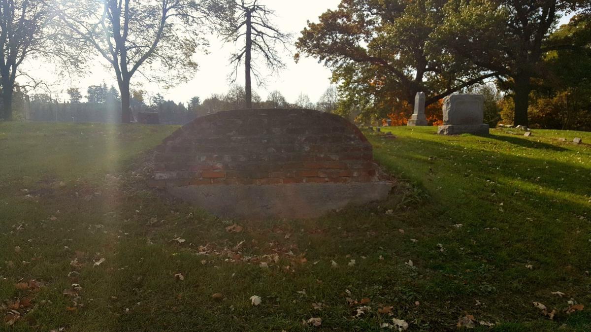 Riverside Cemetery crypt