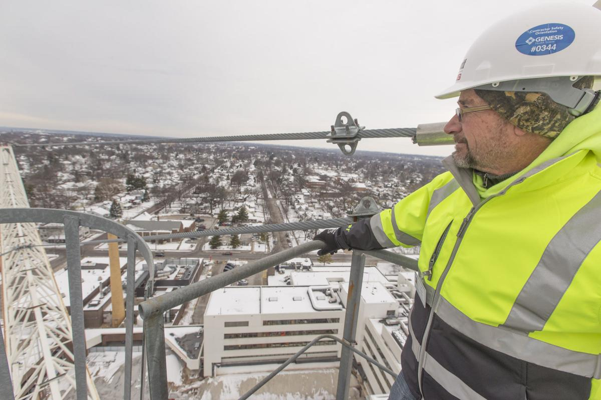 Crane Gives Operator Bird S Eye View Of The Quad Cities