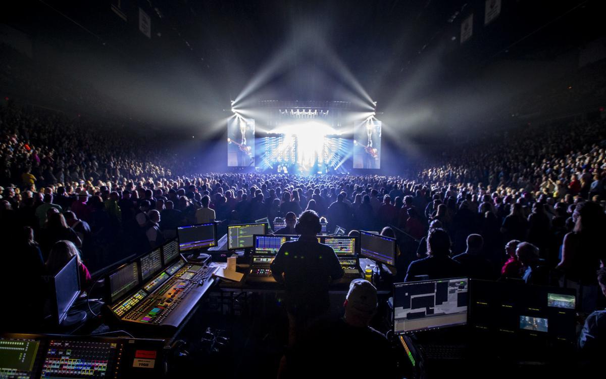 061219-McCartney-Concert-002
