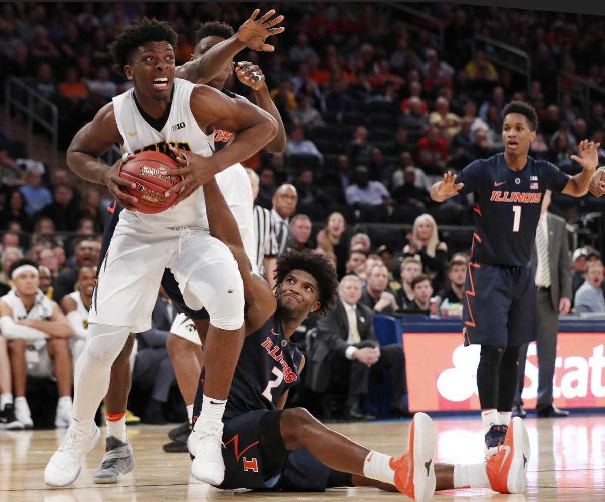 APTOPIX B10 Illinois Iowa Basketball