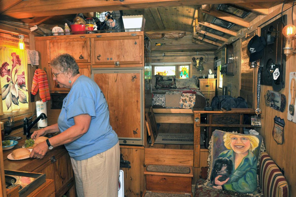 Vintage trailers show off retro glory at Illiniwek | Local
