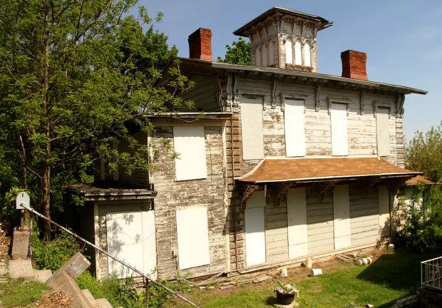 052114-abandoned-house1