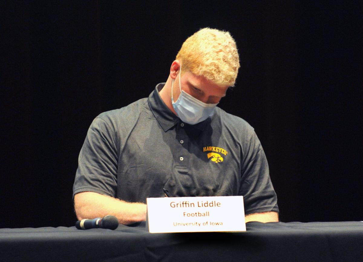 121620-qc-spt-signing day-071