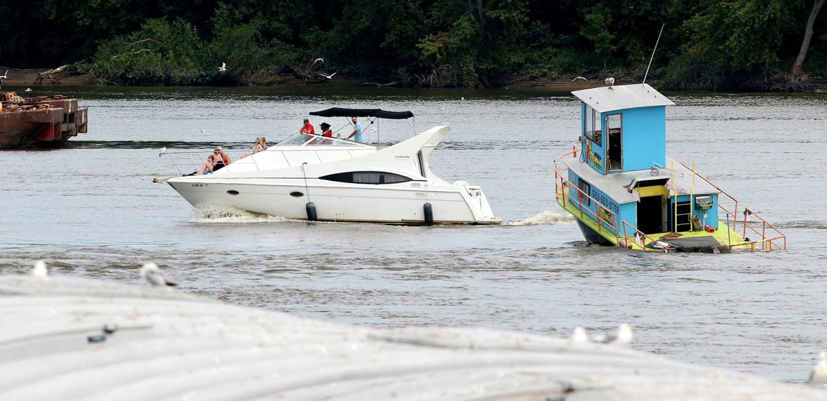 Storied burger boat goes down on Mississippi River near Clinton