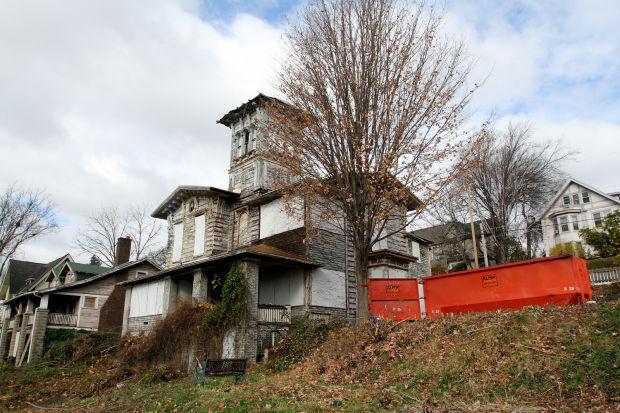 Lambrite-Iles-Petersen home