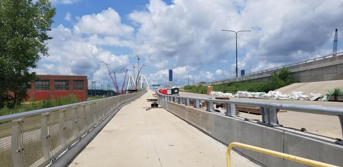 Bike/ped path on I-74