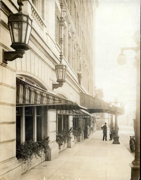 Blackhawk Hotel: Exterior 1915