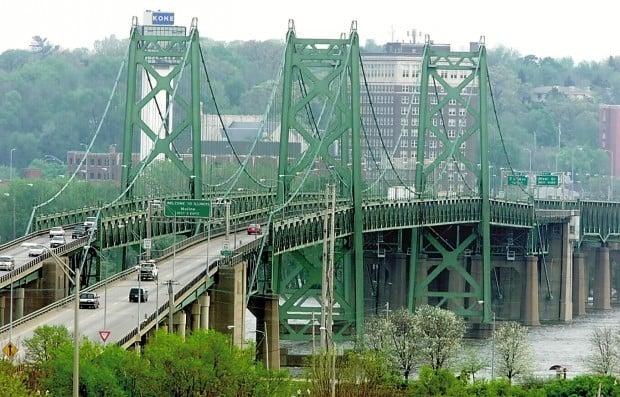 Interstate 74 bridge (620 file)