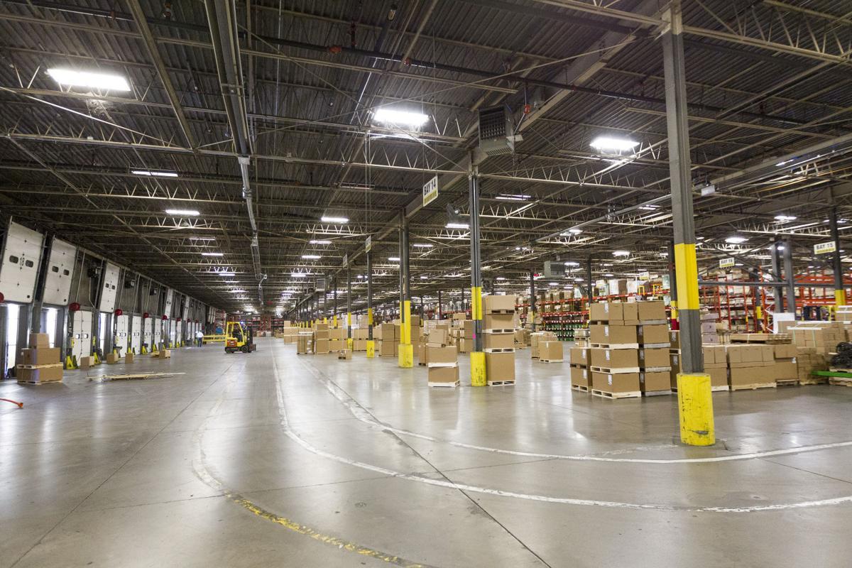 John Deere Pdc Keeps Parts Moving Economy Qctimes Com