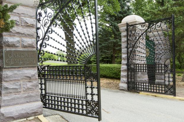 060214-oakdale-gates-04