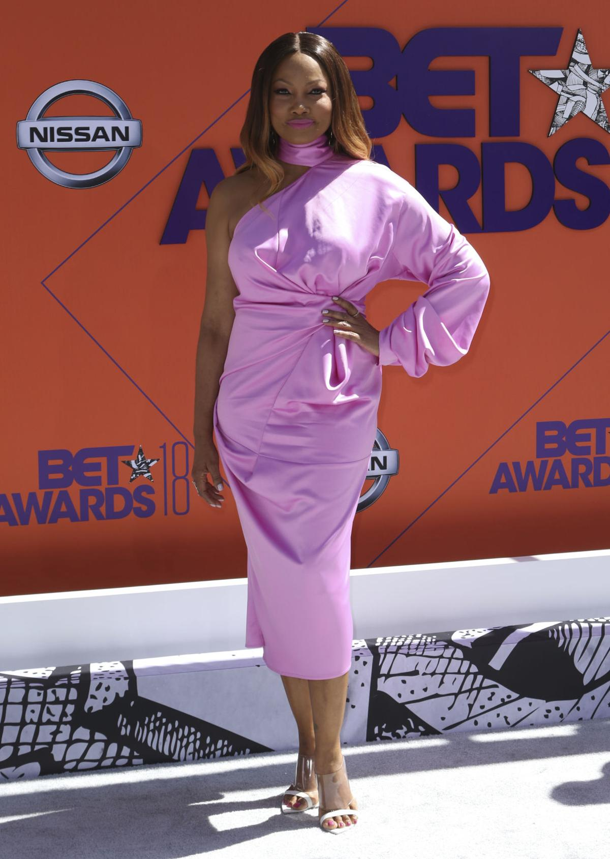 Photos Scenes From The Red Carpet At 2018 Bet Awards Fun And Catriona Elize Top Handle Bag Brown Entertainment