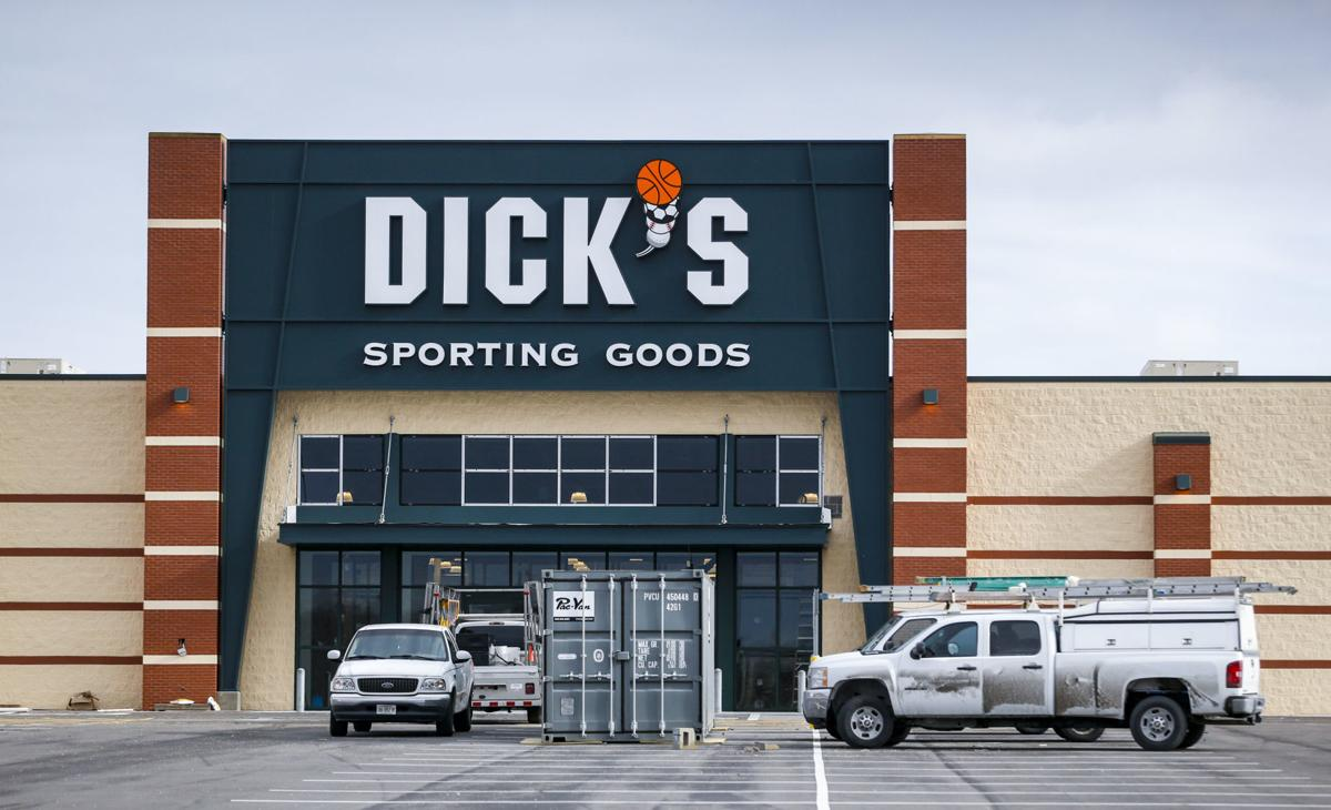 011217-DICKS-SPORTING-GOODS-001