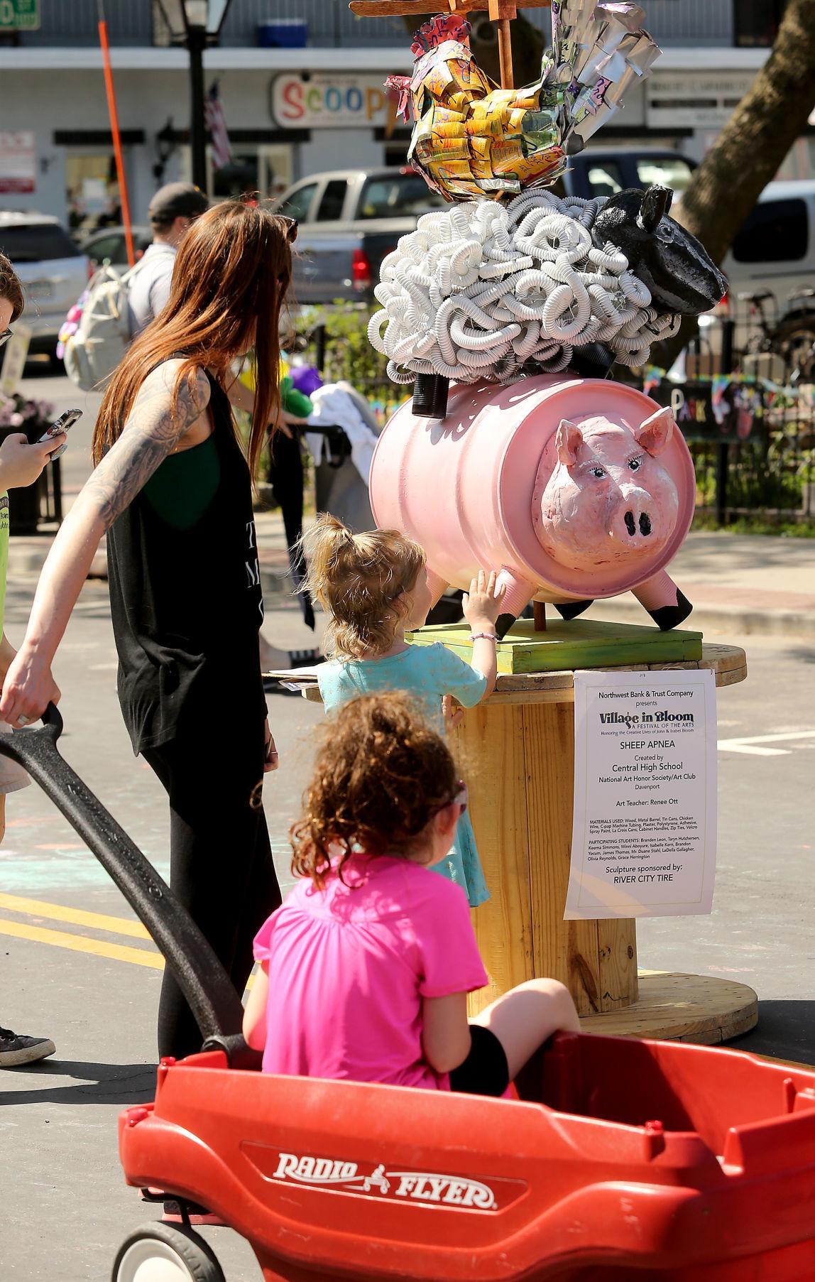 Hickenlooper brings centrist message to Davenport | Local
