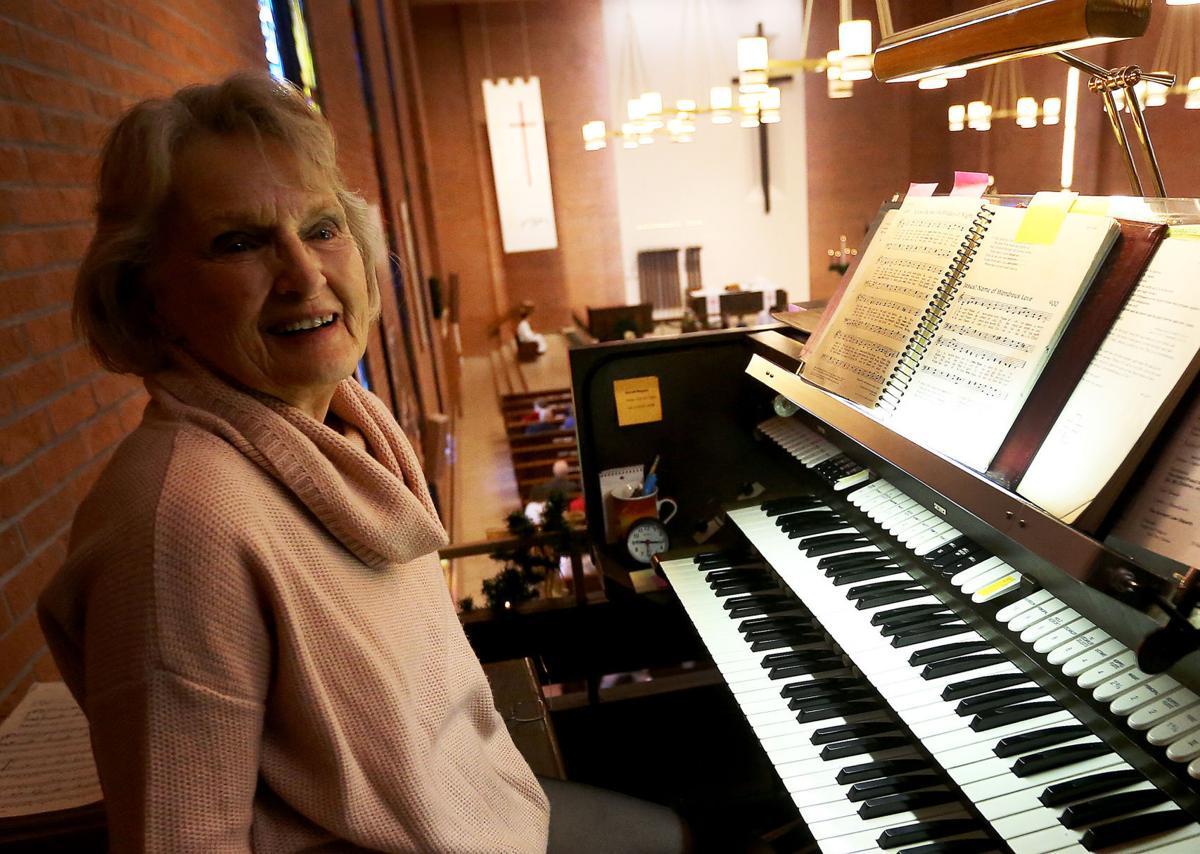 123117-Organist-Lucille-Perley-004