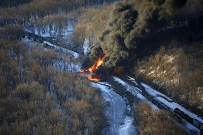 Oil Train Derailment Illinois