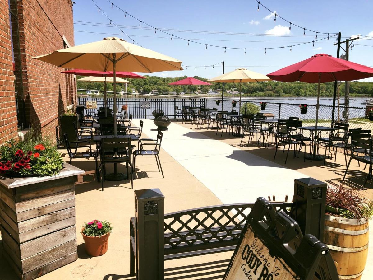 Food drinks and fresh air 22 places fit for outdoor eating and drinking in the quad cities food dining qctimes com