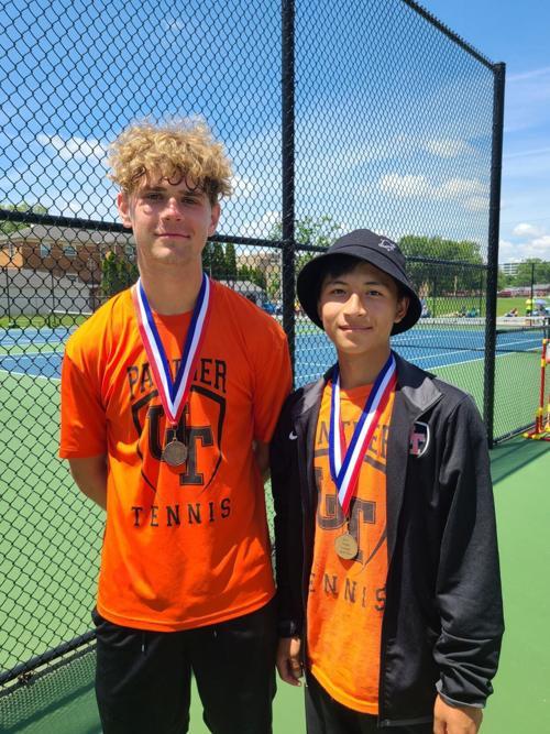 UT's Dylan Kastner, left, and Kawl Mang