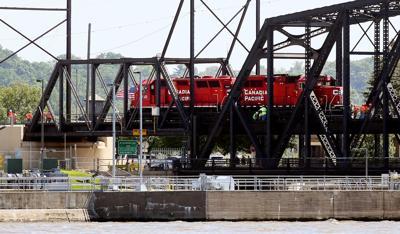 071119-mda-nws-derail-001