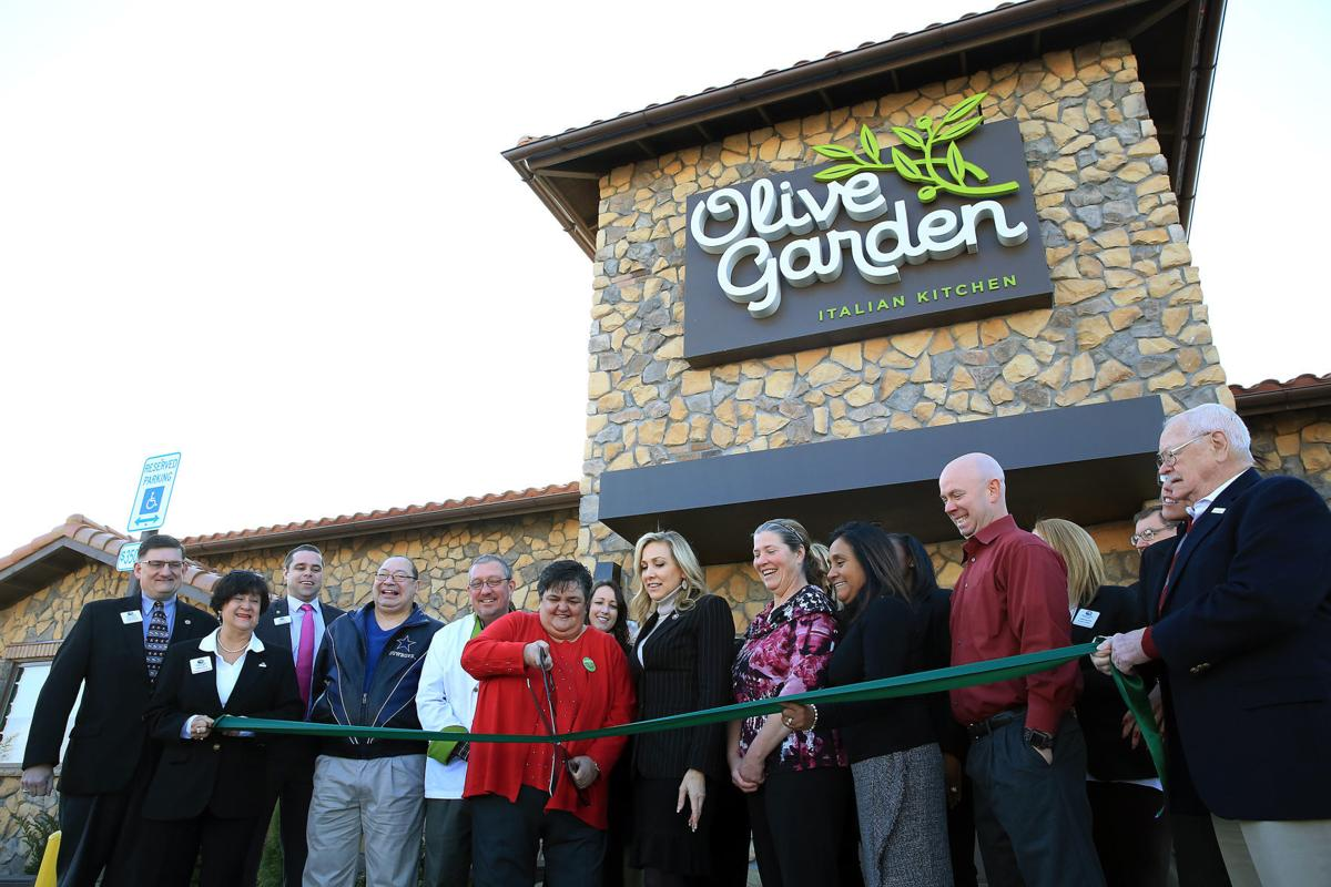 Moline Welcomes Opening Of New Olive Garden At Southpark Mall