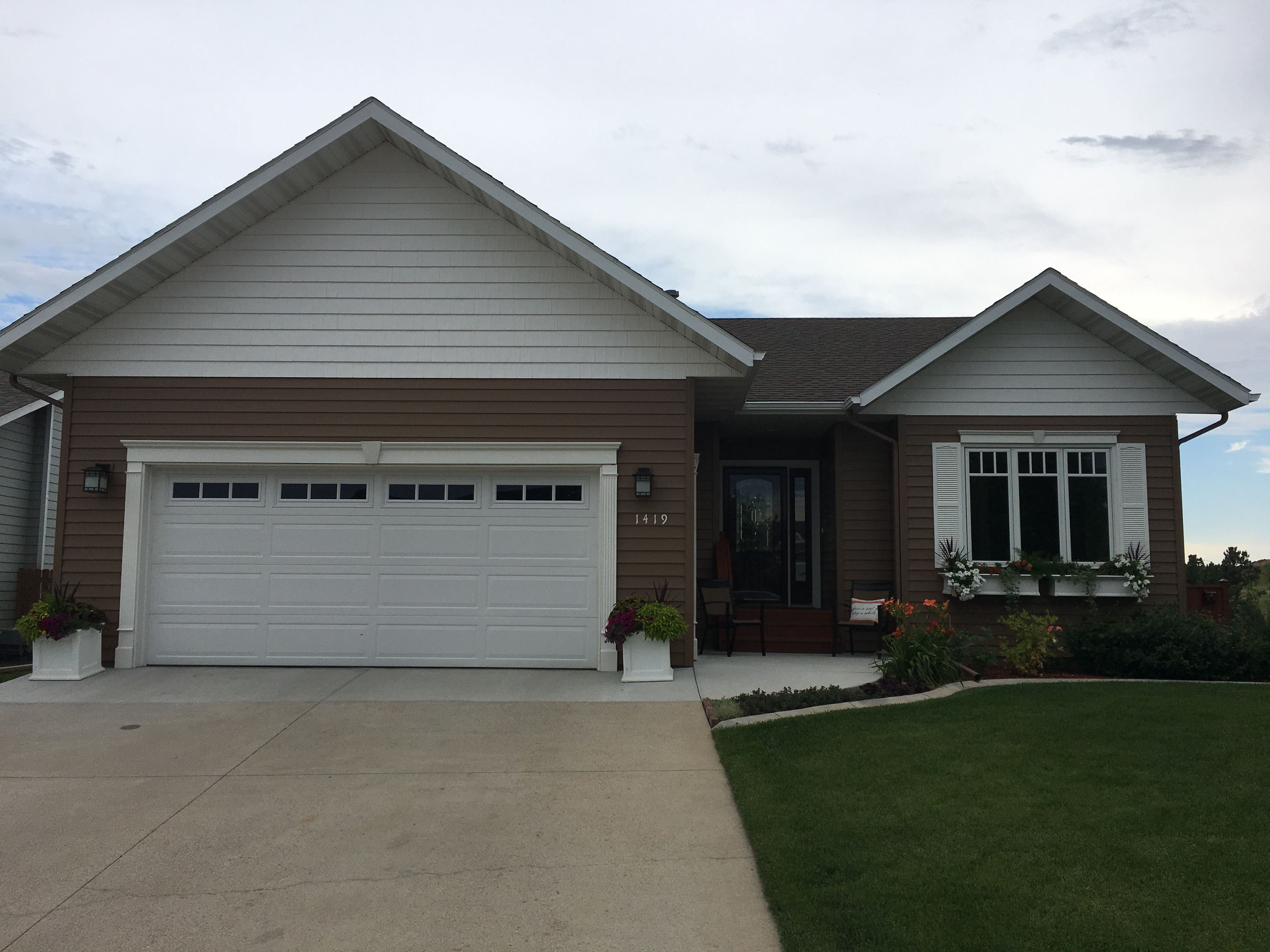 Beautiful, well maintained family friendly home in great location. image 1