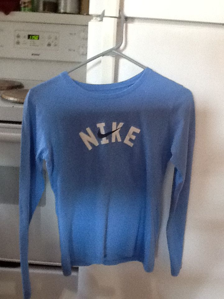 Nike lad. S shirt/ Layer 8 Med. green pull over sweater image 1