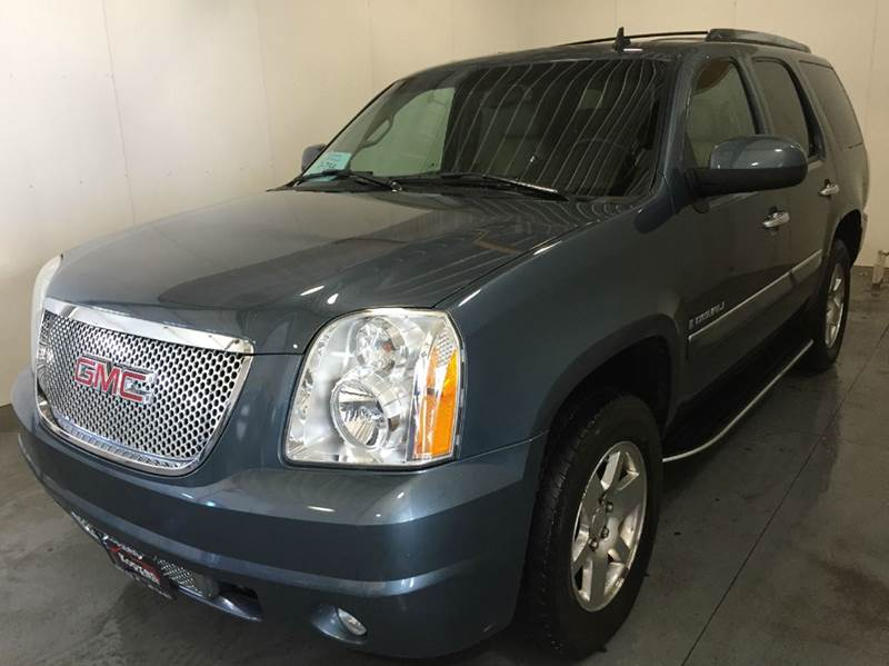 2007 Grey GMC Yukon