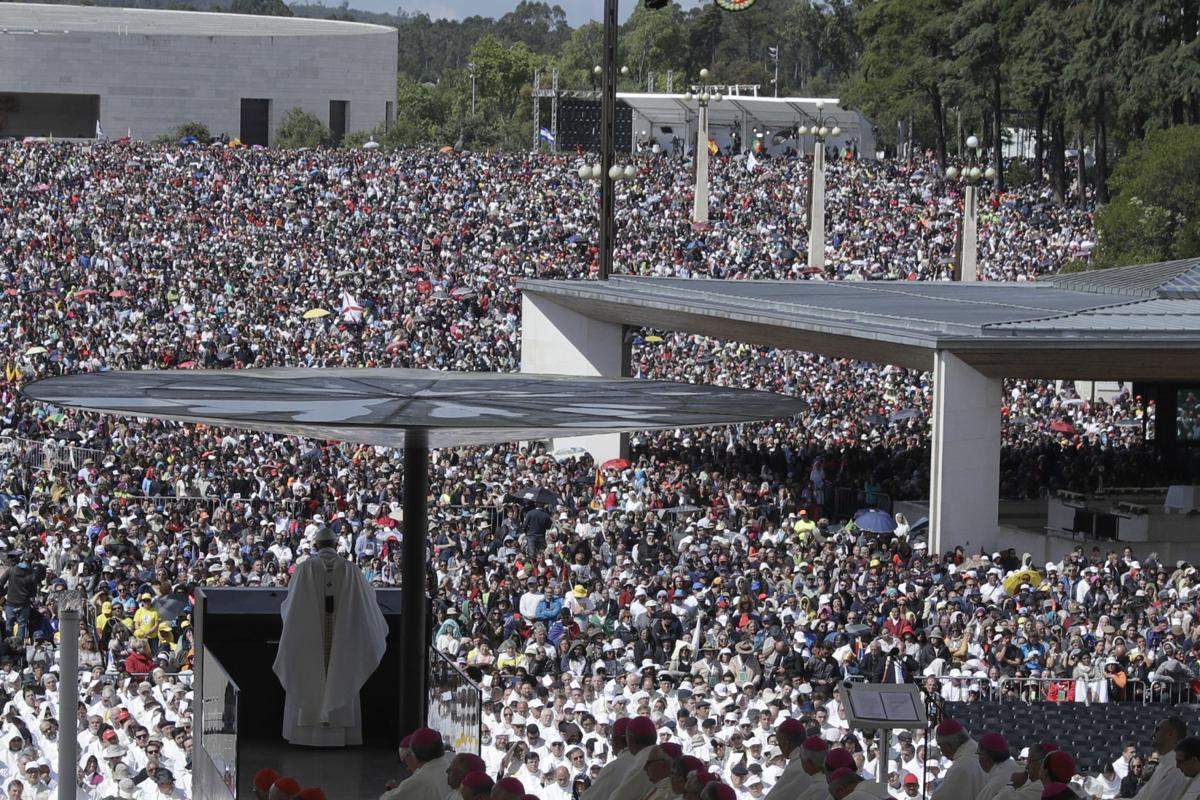 Pope makes 2 Fatima children saints on centenary of visions ...