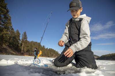 123120-icefishing-002.JPG