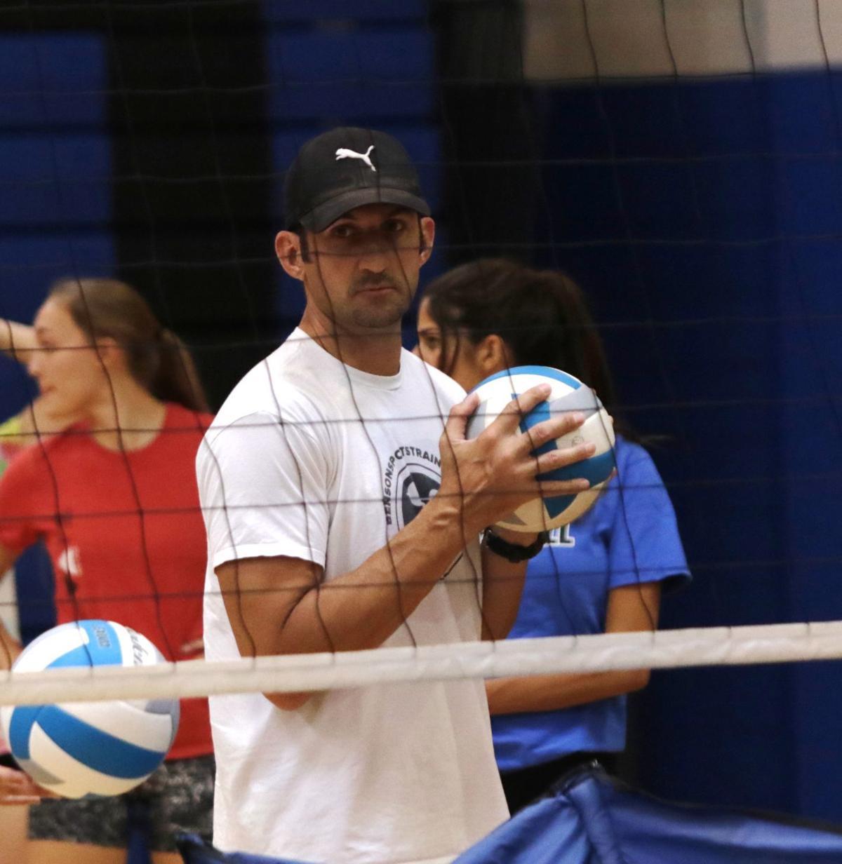 082417-spt-volleyball001