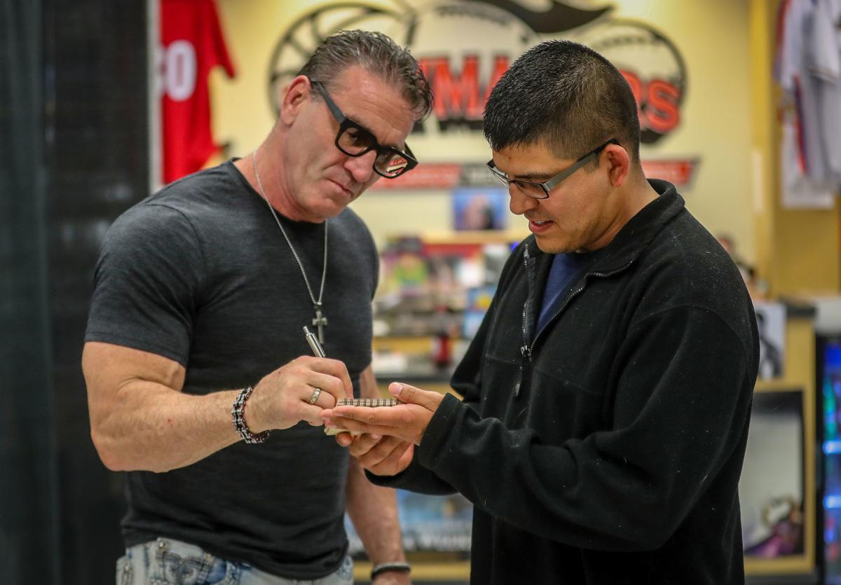 Ken Shamrock signs autographs
