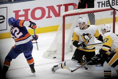 APTOPIX Penguins Islanders Hockey