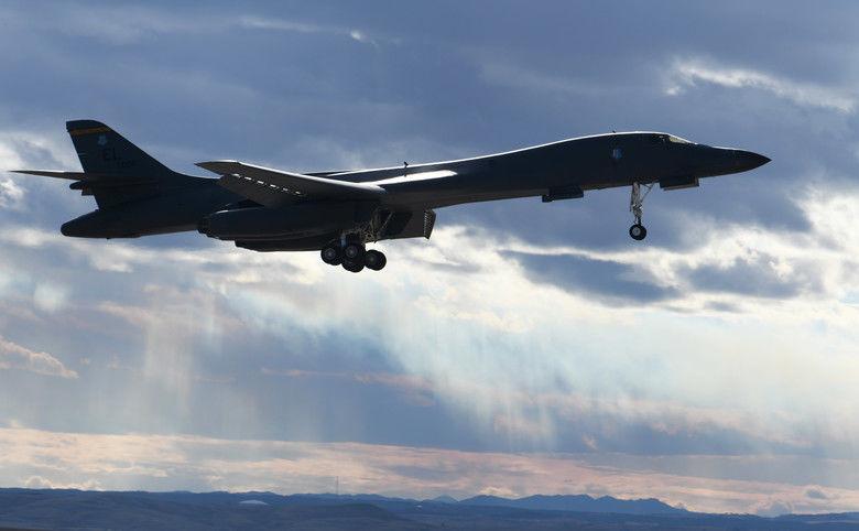 022820-biz-b1bomber