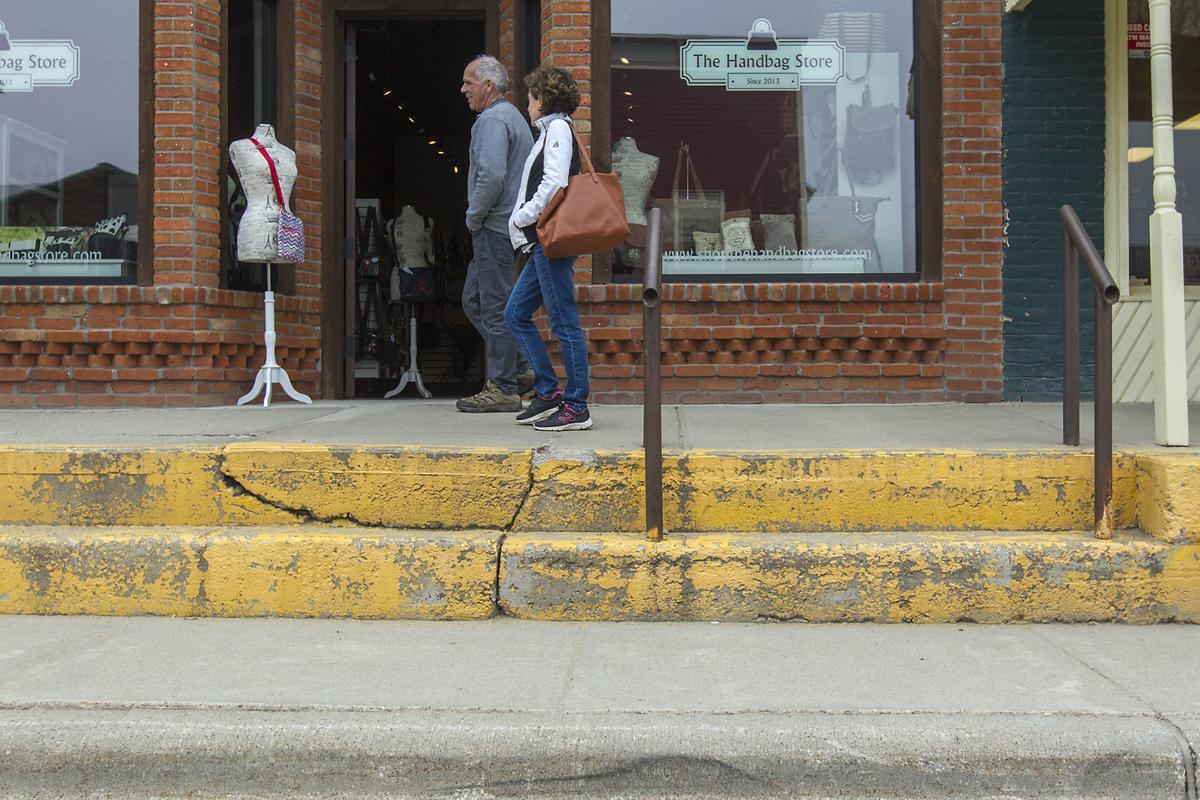 051218-nws-sidewalks001