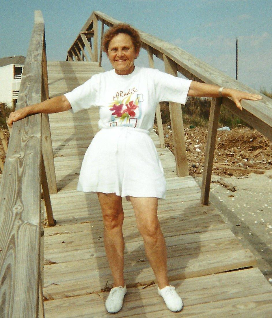 Beverly Robb