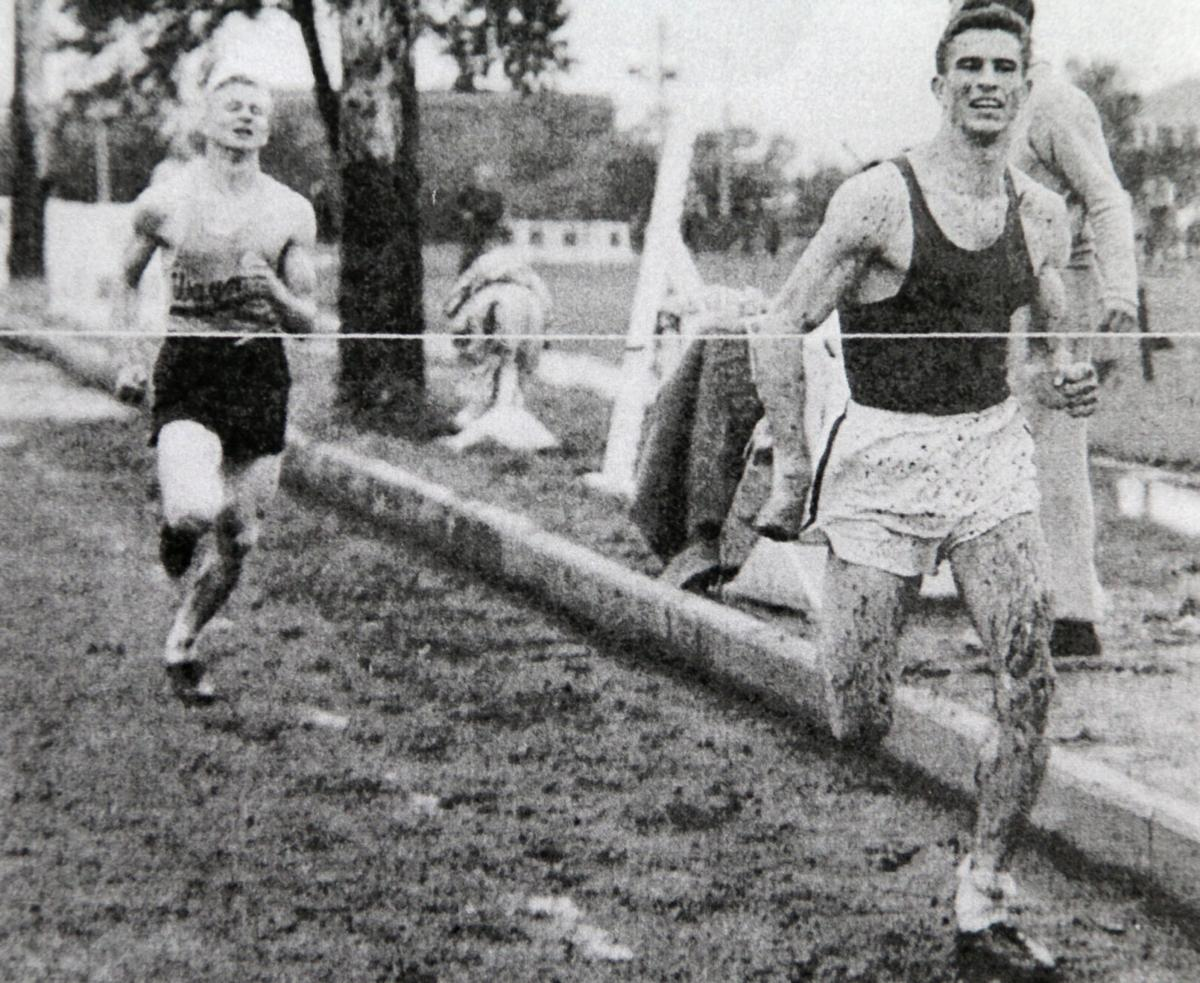 Jack Dinnel wins mile _9568.JPG