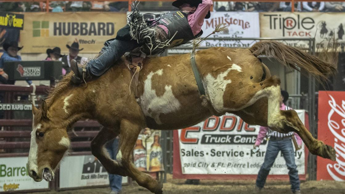 Bothwell Overcomes Injuries To Take Bull Riding Lead