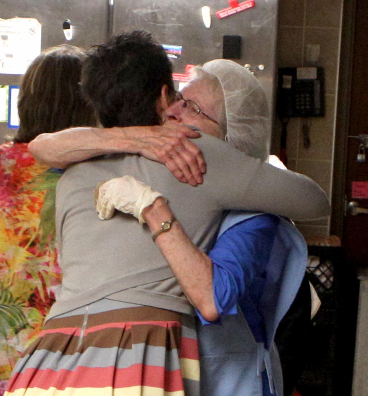 phyllis deb hug 002.jpg