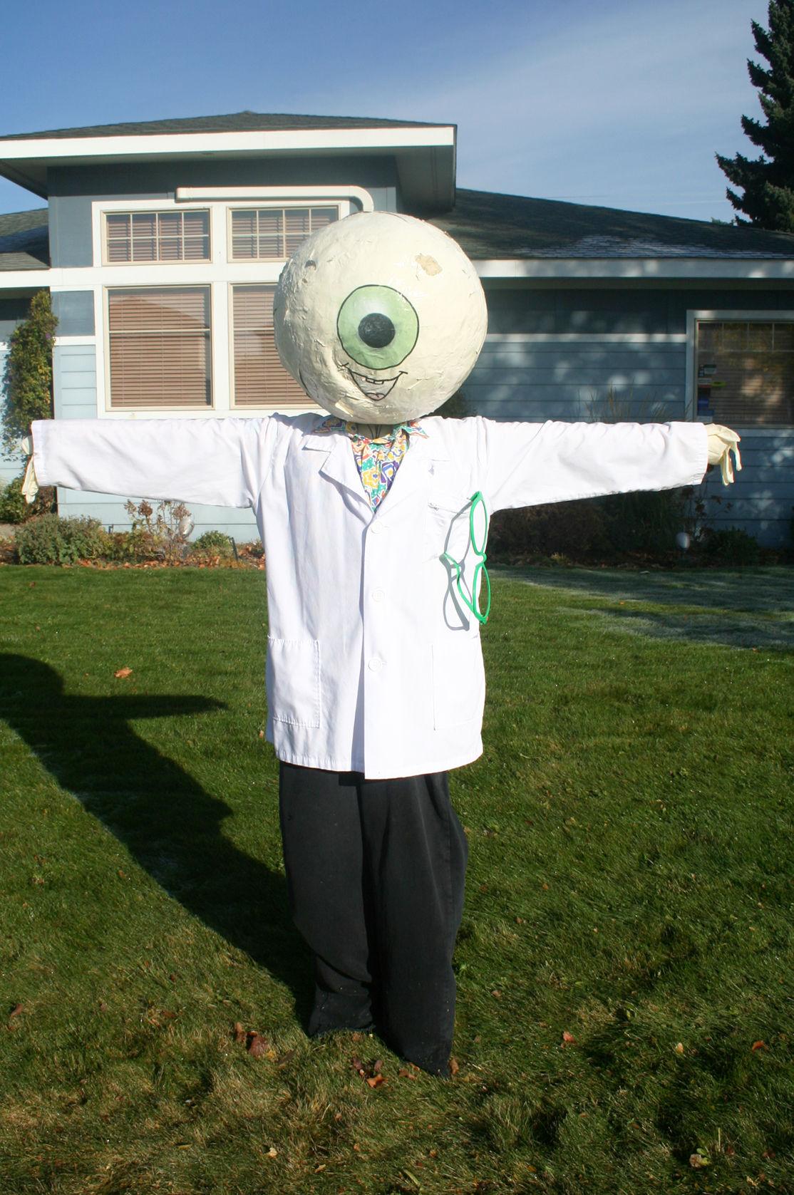 Hamilton health facilities create scarecrows for tour
