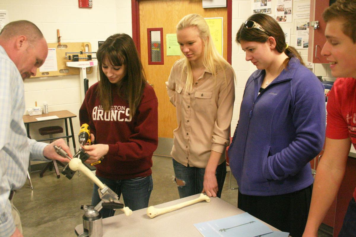 Joint lessons: Orthopedic surgeons talk to Hamilton High School ...