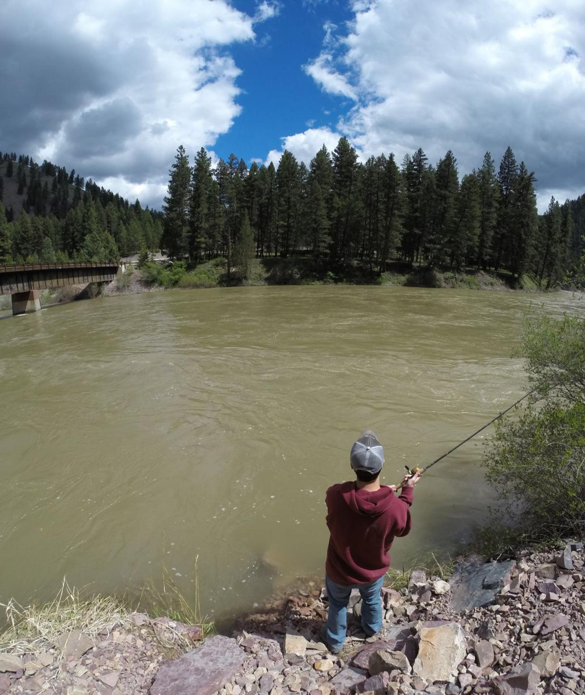 Fishing report runoff roars but cooney and tongue river for Nearest fishing lake