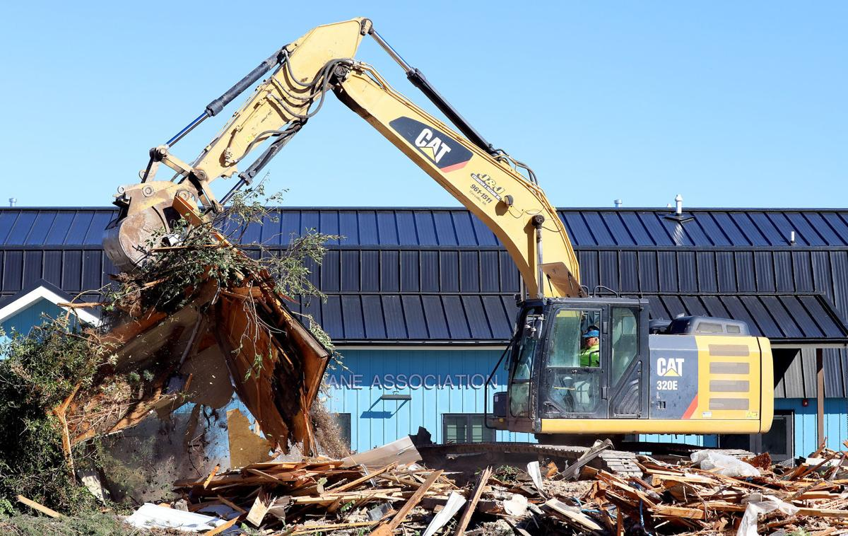 Old animal shelter comes down in Hamilton