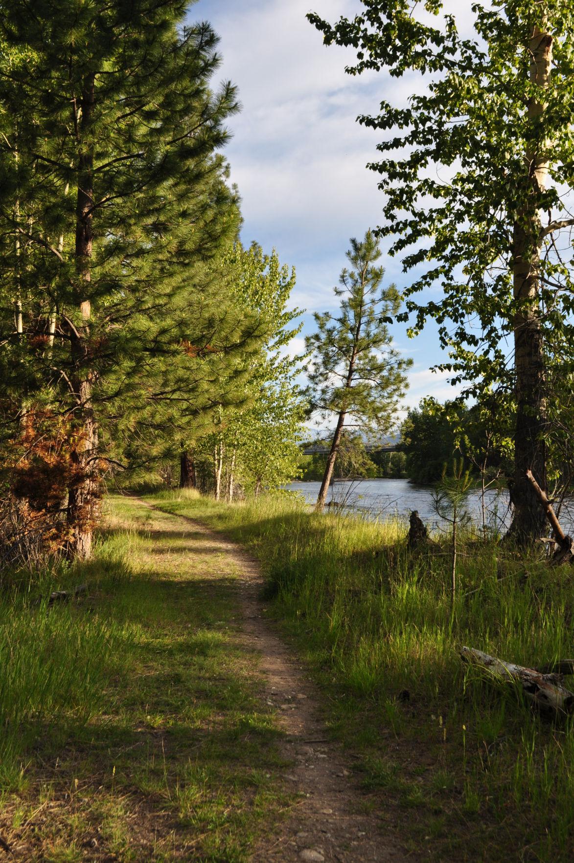 Land Trust, city reach deal on park land along river